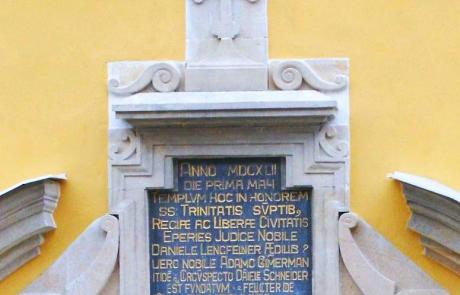 Text pripomínajúci stavbu kostola: 1 mája 1642 - 15. júna 1647